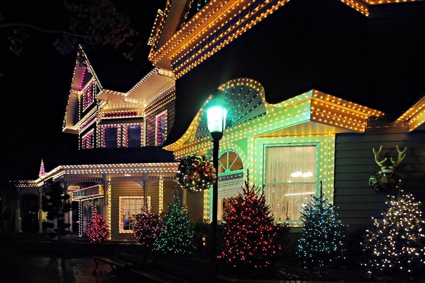 A-One-Tips-For-Hanging-Christmas-Lights-Without-Roof-Damage