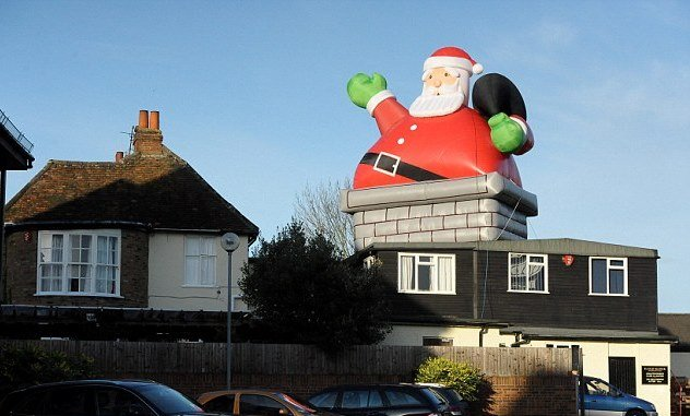 What-Christmas-Decor-is-Not-Safe-for-Roofs